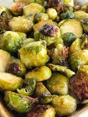 Honey Garlic Brussel Sprouts   Brussel Sprout Recipe   Side Dish   Brussel sprouts roasted in the oven with olive oil, honey, salt, and garlic. So simple, soft and delicious with charred outside. A healthy side dish for dinner. #brusselsprouts #sidedishrecipes #healthyrecipe #recipeoftheday #vegetables
