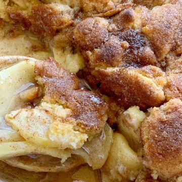 Snickerdoodle Apple Cobbler | Apple Dessert Recipe | Apple Recipes | Apple Cobbler with a sweet snickerdoodle cookie topping! Warm granny smith apples with cinnamon and sugar, topped with an easy snickerdoodle cookie topping. Serve with vanilla ice cream for the best apple cobbler ever. #applerecipes #appledessertrecipes #dessert #applecobbler #recipeoftheday #fallbaking