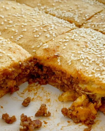 Sloppy Joe recipe made into a casserole and sandwiched between two layers of buttery refrigerated biscuits. Quick and simple to make, your family will love this sloppy joe casserole.