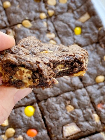 TRIPLE FUDGE REESE'S BROWNIES start with a cake mix and only 4 other ingredients! Rich, chocolatey, peanut butter and chocolate brownies that are so easy & simple to make.