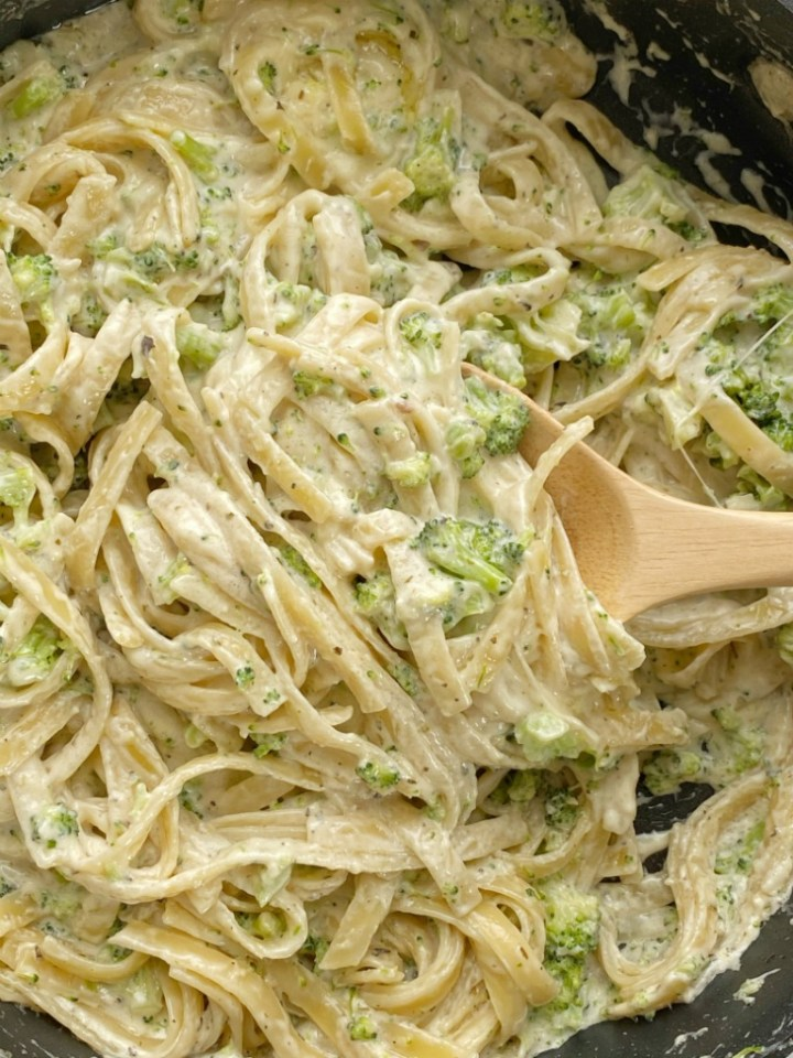 Broccoli Fettuccine Alfredo cooks in just one pot and is ready in 30 minutes! Fettuccine noodles, seasonings, broccoli, and parmesan cheese make this meatless pasta dish so yummy, creamy, and perfect for picky eaters.