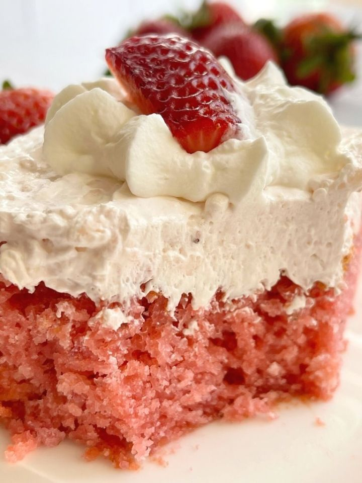 A slice of easy strawberry cake on a plate.