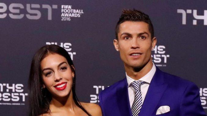 cristiano ronaldo et georgina rodriguez une famille formidable Football: Cristiano Ronaldo va avoir des jumeaux en 2022