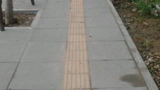 中国の点字ブロックはやっぱり…頼りにすると危険だった