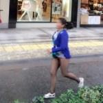 信じられない! スカートを履き忘れて街を歩く中国女性たち