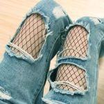 この春の中国の流行は穴あきジーンズに網タイツだそうです