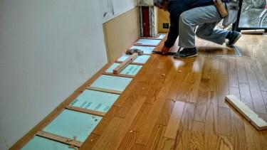床の張り替えは一部だけでも可能だが、高い技術が必要なため注意