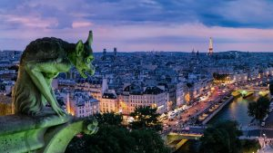 Photo of a gargoyle over Paris by Pedro Lastra.