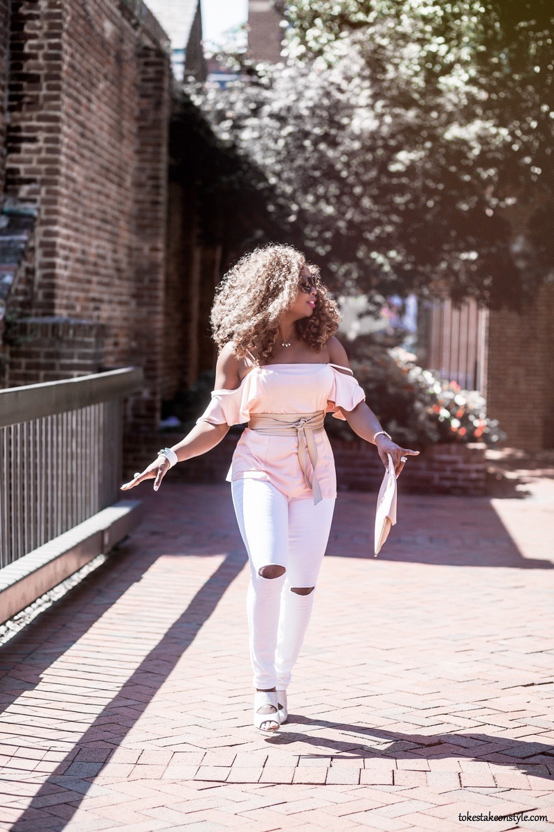 Style blogger wearing white jeans after labor day