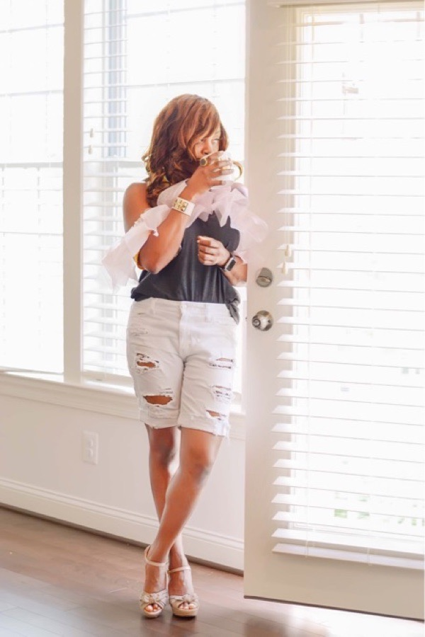 how to style white denim shorts