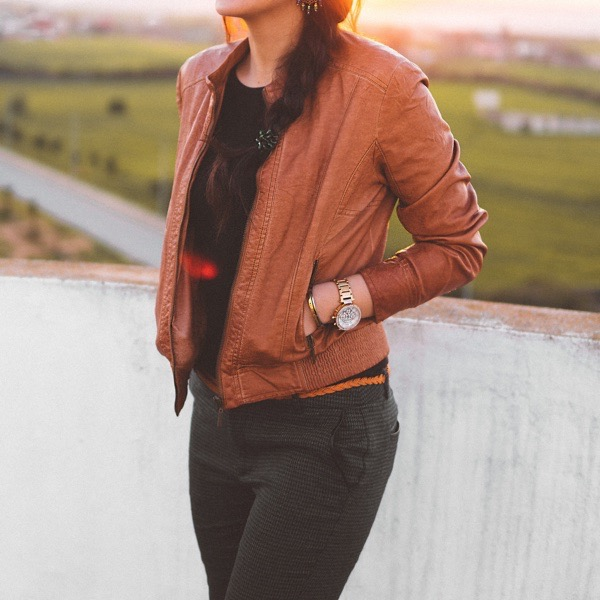 transition-your-summer-wardrobe-to-fall-woman-tan-leather-jacket