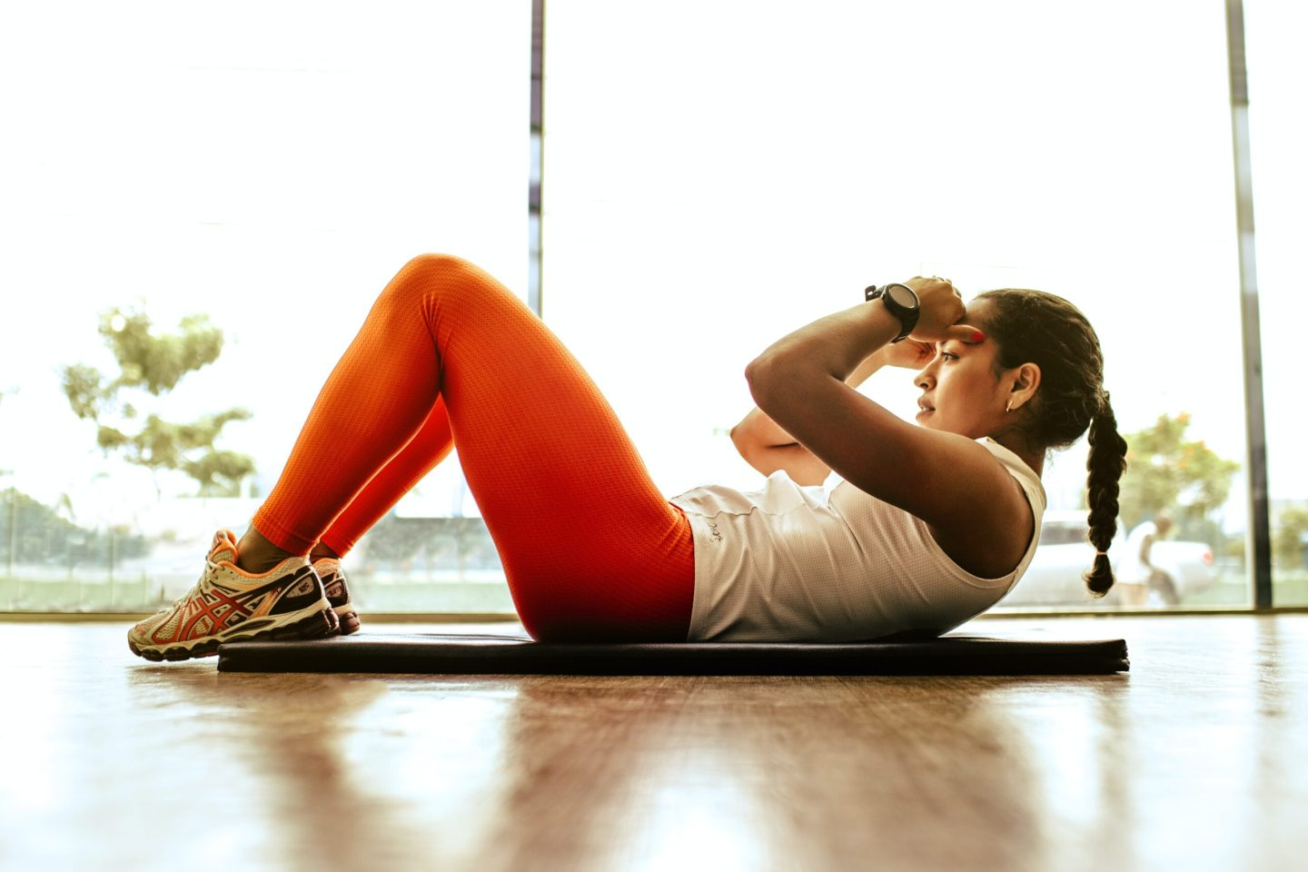 how-to-stay-fit-at-home-woman-doing-crunches