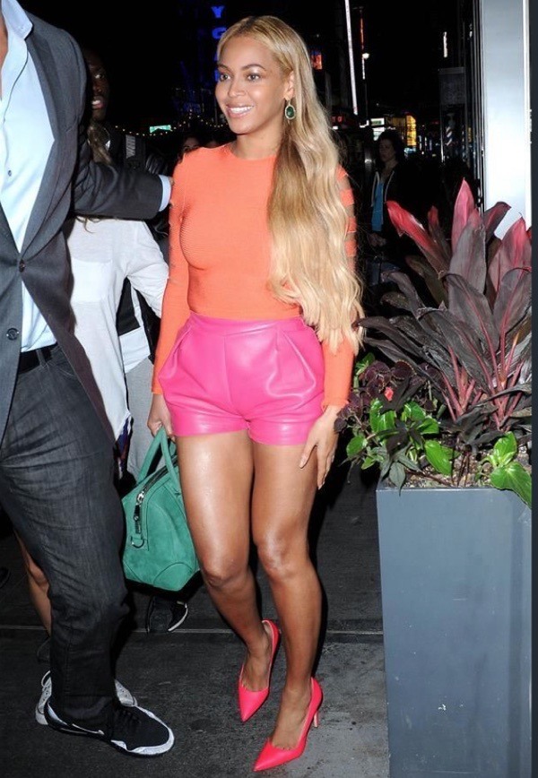 beyonce-wearing-orange-top-and-pink-shorts-wearable-summer-2020-fashion-trends