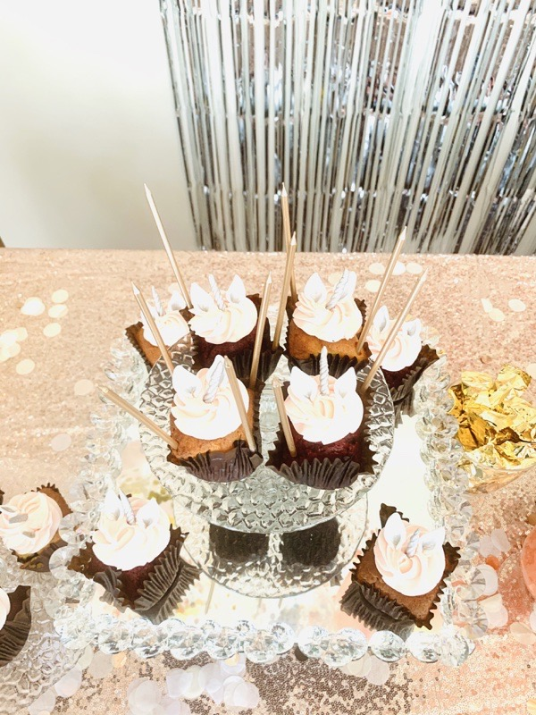 gold-silver-party-decoration-ideas-tall-gold-candles