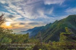 甲斐駒ヶ岳登山路からみた鳳凰山山