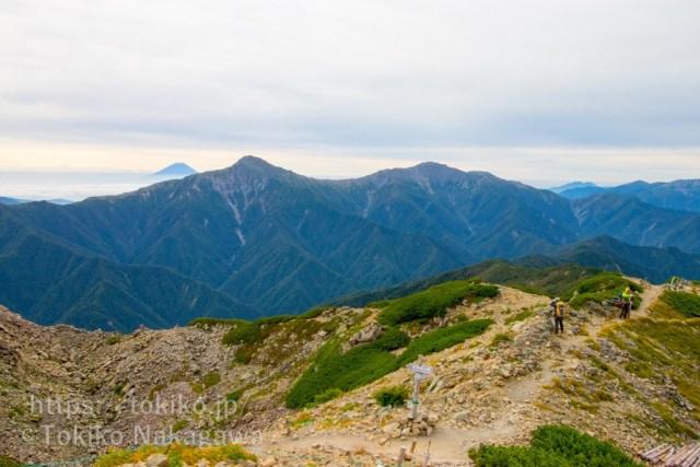 仙丈ヶ岳山頂から富士山・北岳・間ノ岳・農鳥岳