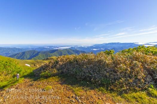 平標山山頂から越後三山、尾瀬の山々