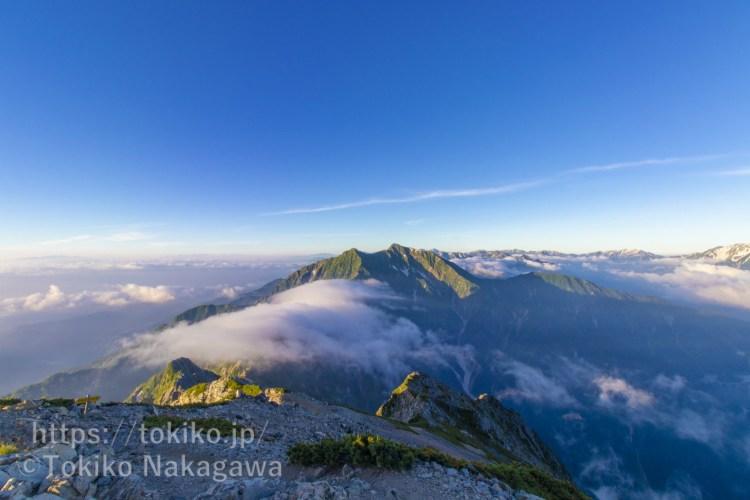 五竜岳山頂から見る鹿島槍ヶ岳と滝雲