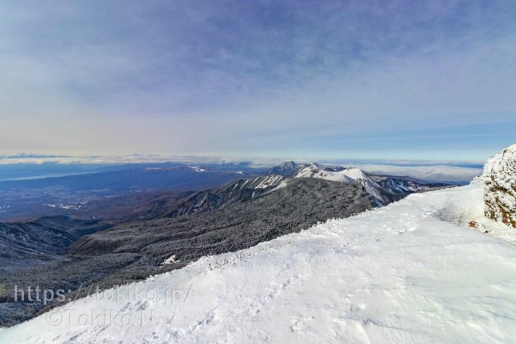 硫黄岳山頂から天狗岳・蓼科山・北アルプス