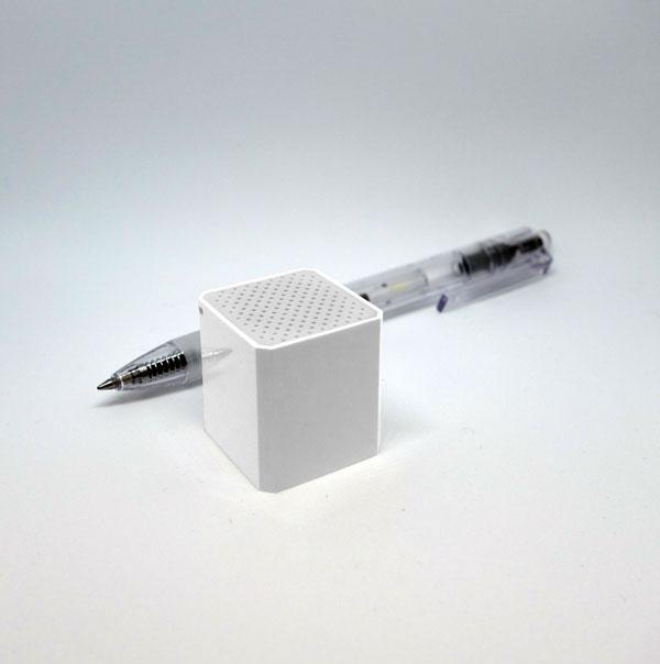 cube-white-pen