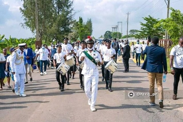 Touching Photos From the  Burial Ceremony of Pastor Adeboye's Son, Dare