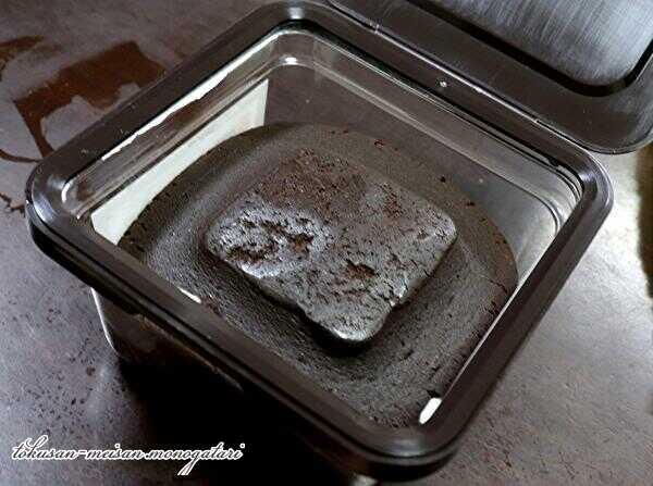 蓋を開けたカクキューの有機八丁味噌