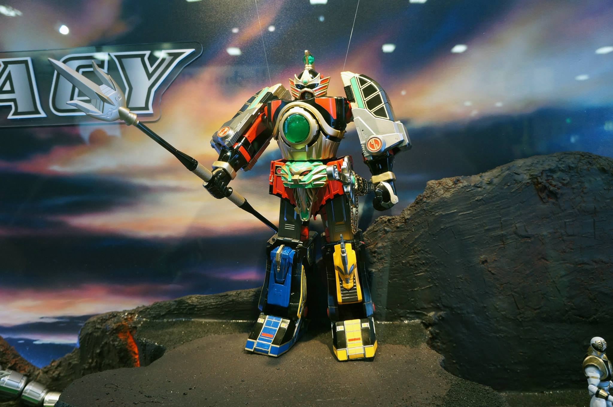 Legacy Thunder Megazord and Legacy Blade Blaster on Display at SDCC 2015