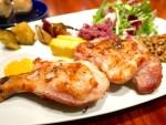 エル・フエゴ・デル・トロ:鶏・豚・牛から選べる炭火焼きワンプレートランチ
