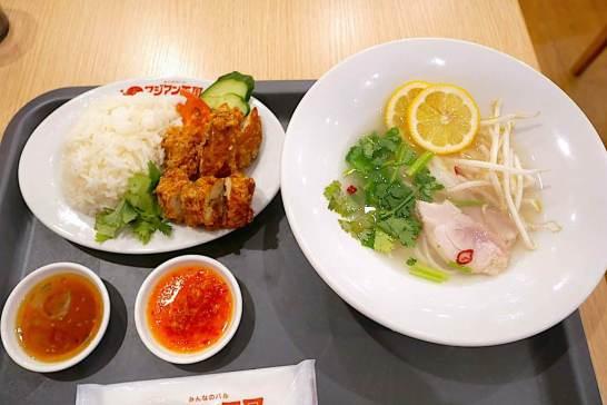 揚げカオマンガイと鶏肉のフォー