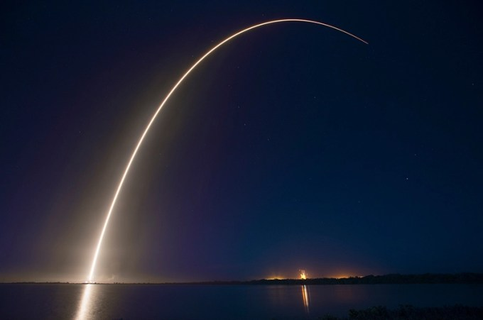 ロケットの画像を無料提供!SpaceX Photos提供!商用可能なロケットの写真集