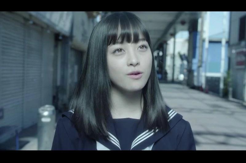 橋本環奈ソロデビューシングル「 セーラー服と機関銃」MV映画メイキングシーンを楽しむ