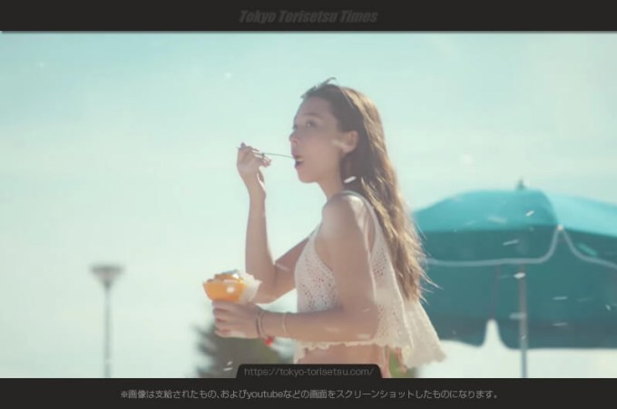 ミスド「コットンスノーキャンディ」CM雪を降らす水着美女!丹羽仁希(Niki)出演