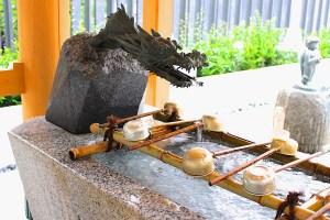 水天宮龍の口から水が出る水天宮手水舎