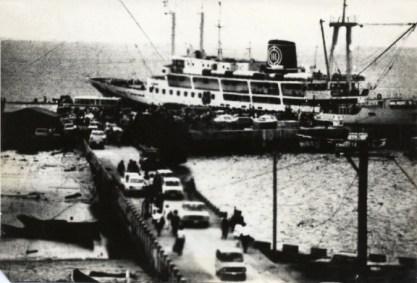 江が島桟橋の完成(昭和38年)によって念願の茶花港への接岸が叶いました。