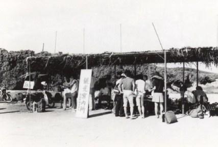 観光ブーム到来の頃の(臨時)観光案内所の様子