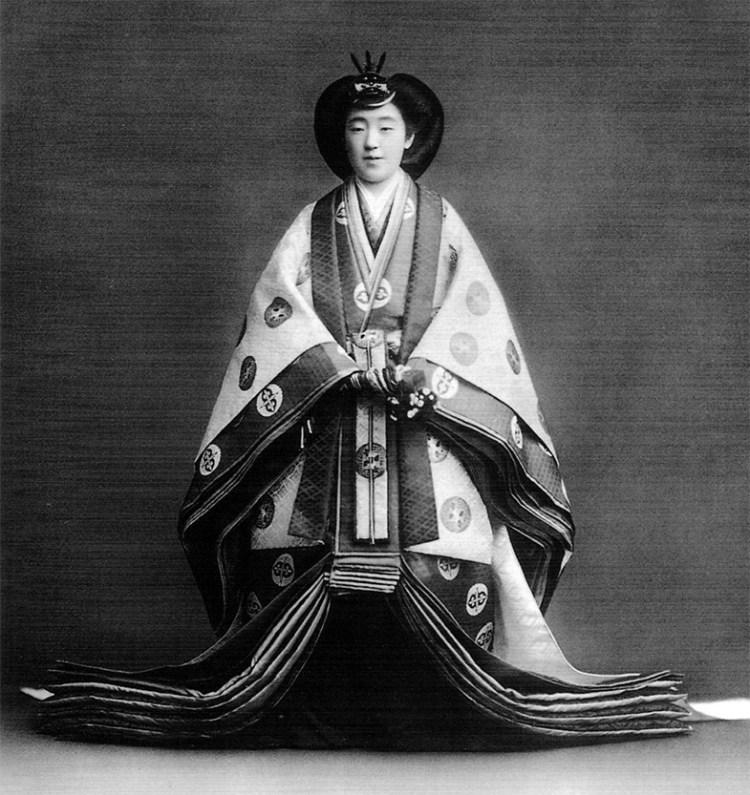 jūnihitoe кимоно