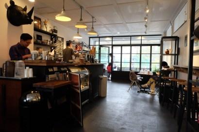 Interior Seating at Arise Coffee Entangle Kiyosumi Shirakawa Tokyo Japan