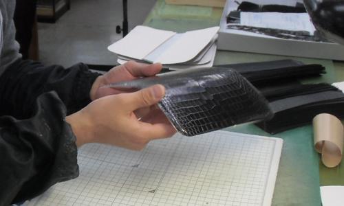 クロコダイル革の完成です
