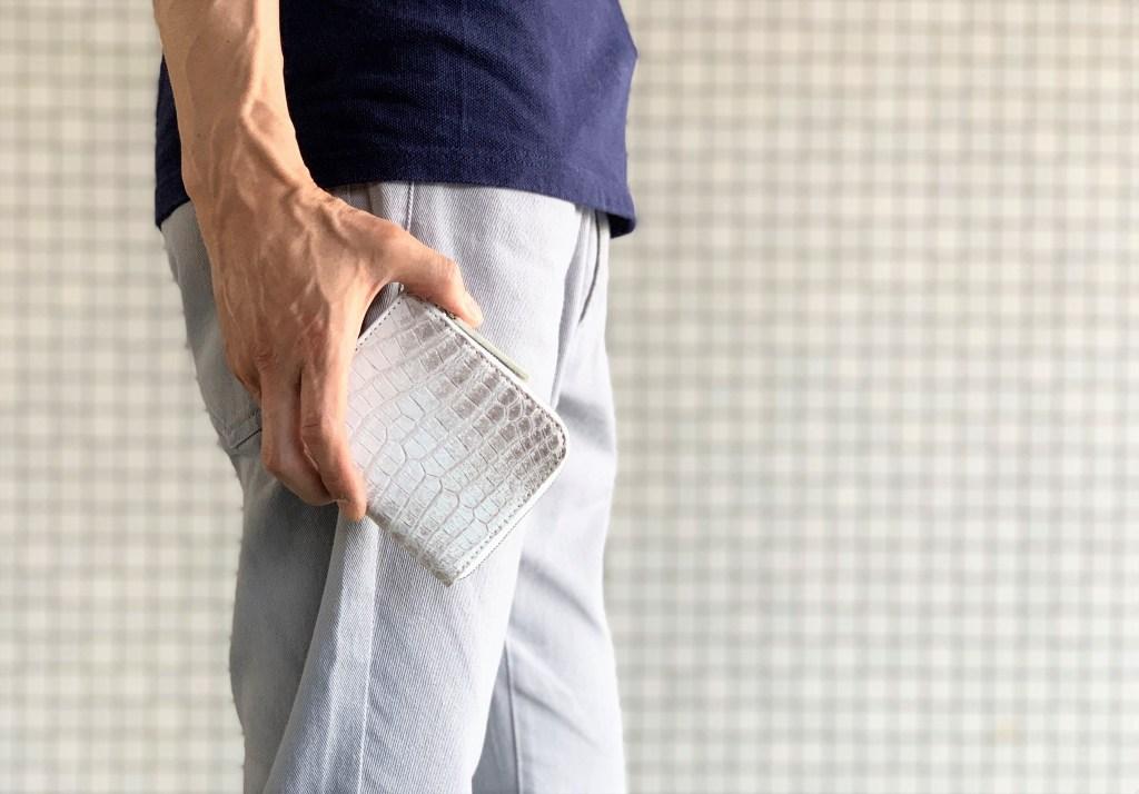 カジュアルスタイルにもサラッと溶け込むヒマラヤミニ財布