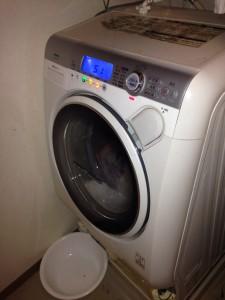 東芝ドラム式洗濯機 TW-150SVC 水漏れ故障