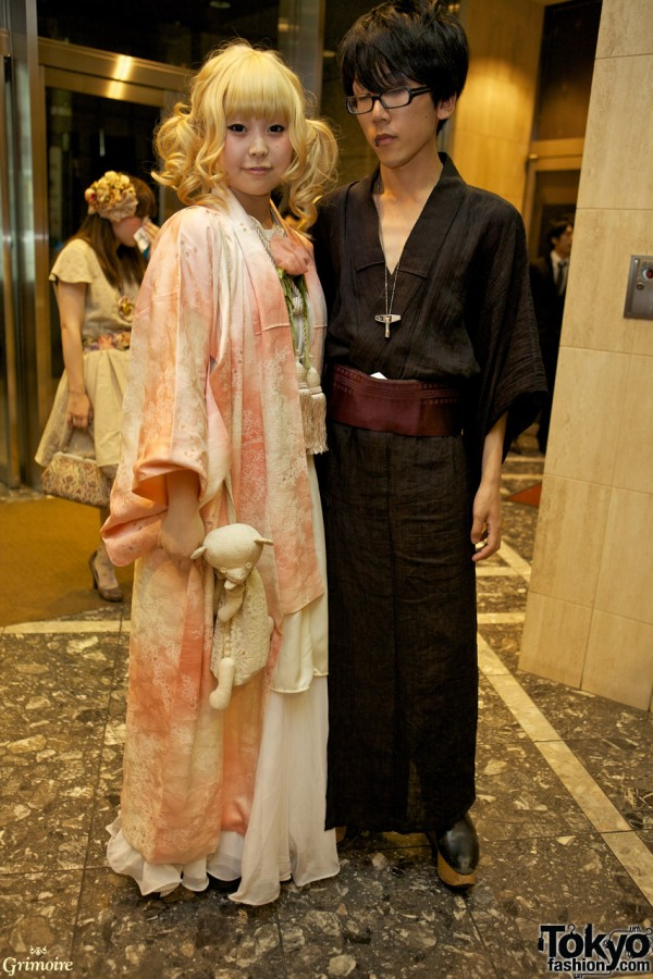 This couple's dress concept  is Yukata and pair look.