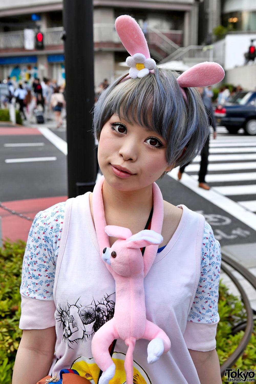 Short Haired Harajuku Girl W Pink Rabbit Ears Amp ANAP Bag