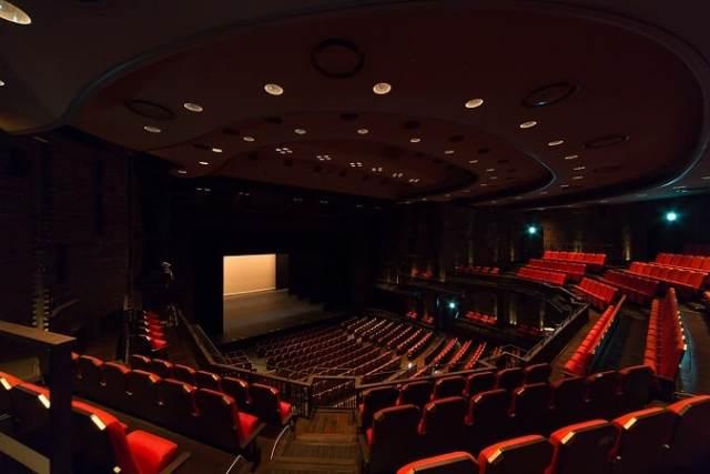 11A09東京芸術劇場