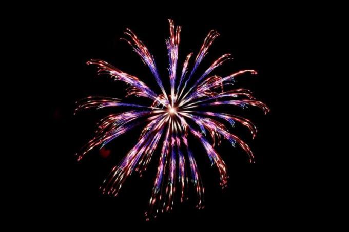 最近は次々と色が変わる花火。花火の世界でも技術革新が進んでますね!