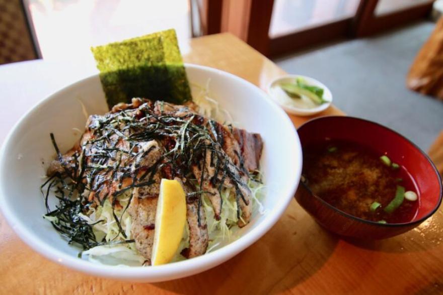 junjun 三味丼(1,300円税込)