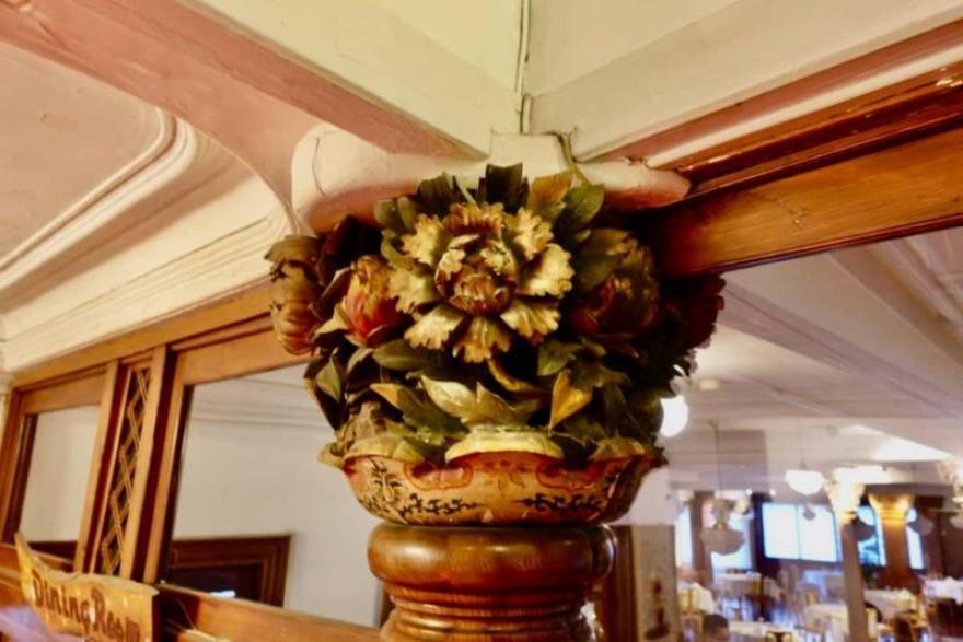 日光金谷ホテル 柱頭彫刻