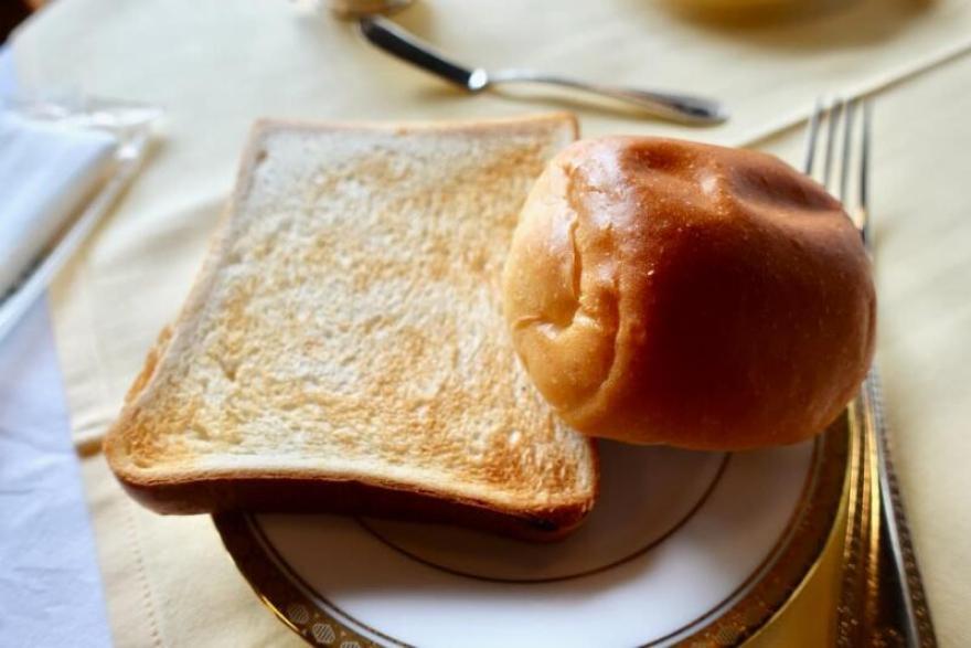 日光金谷ホテル 洋風朝食 トーストとパン