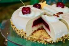 サワーチェリーとピスタチオ 魔女のエメラルドケーキ