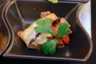 ヒゴムラサキとトマトと熊本産牛肉のミルフィーユ仕立て