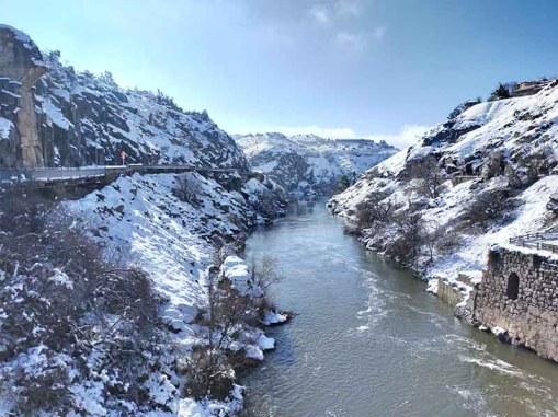 Río Tajo y acueducto Toledo nevado